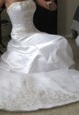 Oleg Cassini Wedding Dress in Baytown, Texas
