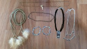 REDUCED:Fun 7 Pc Necklace/Bracelet Headband Set in Batavia, Illinois
