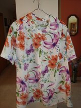 White Floral Blouse   sz 1X -New in Naperville, Illinois