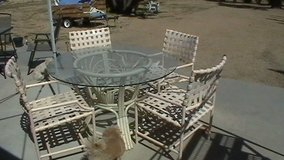 nice patio glas table w/chairs in 29 Palms, California