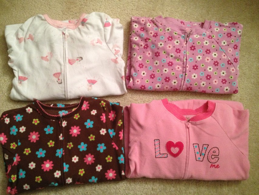 521231624 LIKE NEW 5T Carters Footed Pajamas 3 LEFT